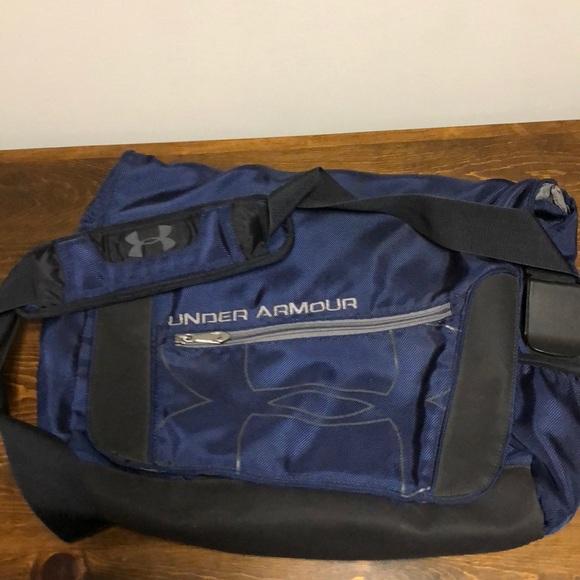 8b22d8265421 Under armor messenger bag. M 5b49480a9539f7de52389546